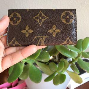 Louis Vuitton Bags - Louis Vuitton Vintage 4 key Cles Holder 😍